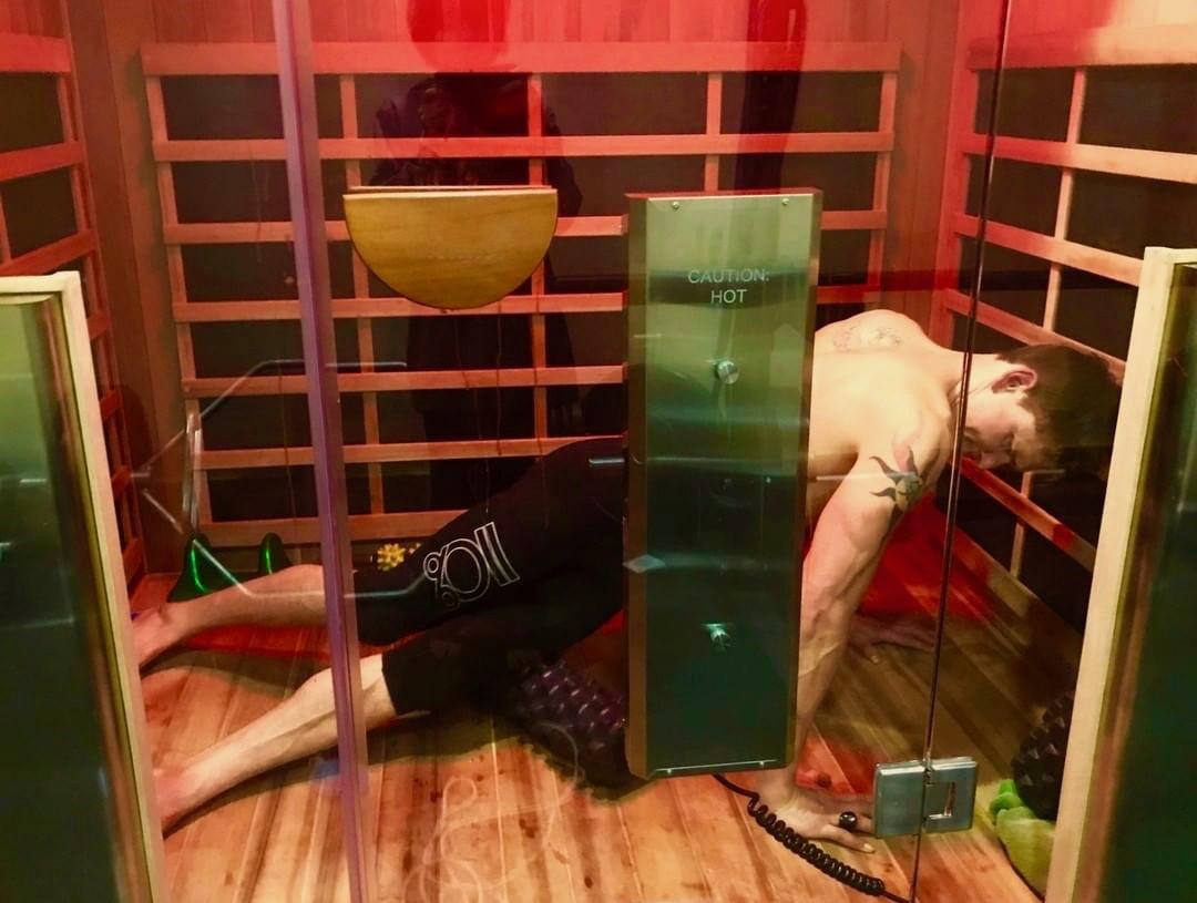 Ben Greenfield exercising in infrared sauna